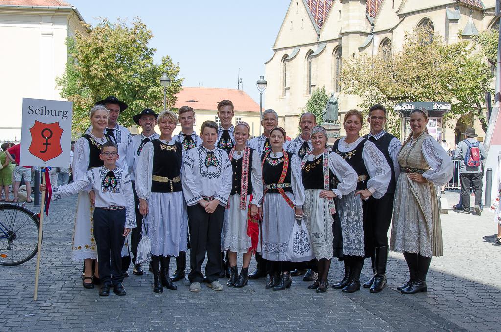 Seiburger Gruppe beim Trachtenumzug in Hermannstadt
